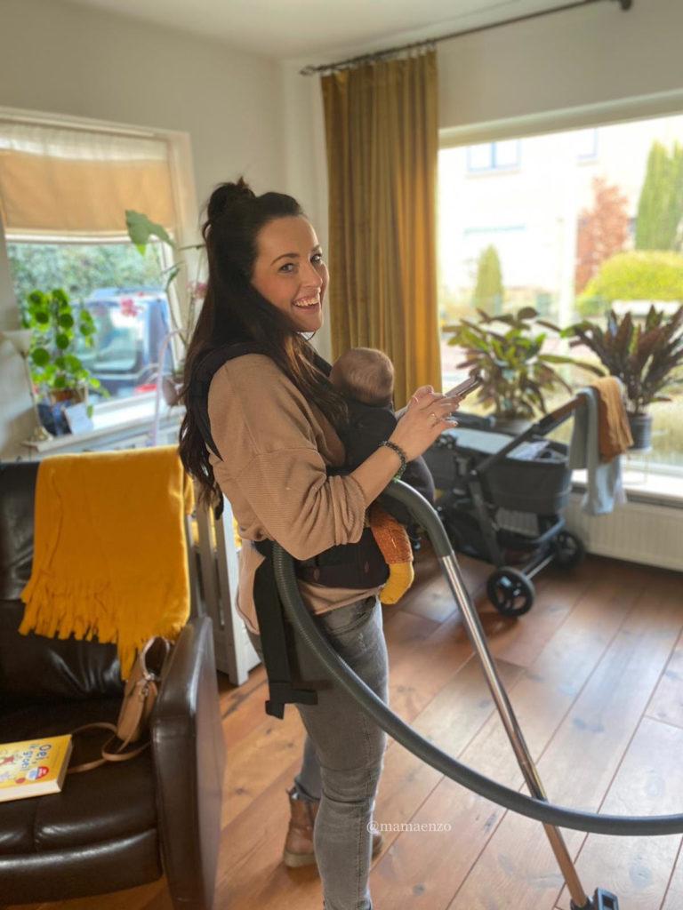 Mama Myriam en Joey multitasken