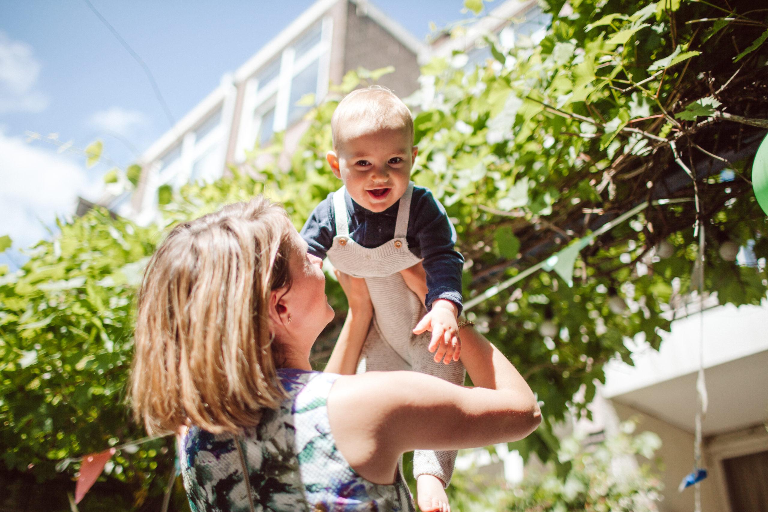 minder-prikkels-meer-genieten-moederschap